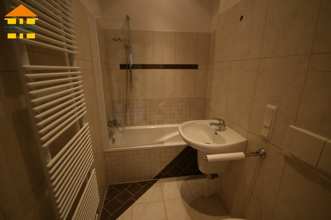 attr. gefliestes Badezimmer...